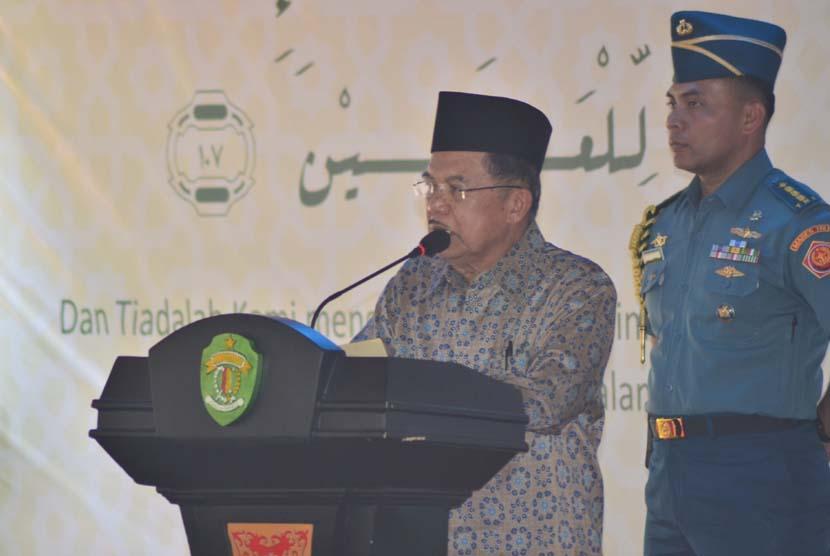 Wapres Jusuf Kalla memberikan kata sambutan saat peresmian Munas IV Hidayatullah di Balikpapan, Kalimantan Timur, Sabtu (7/11).