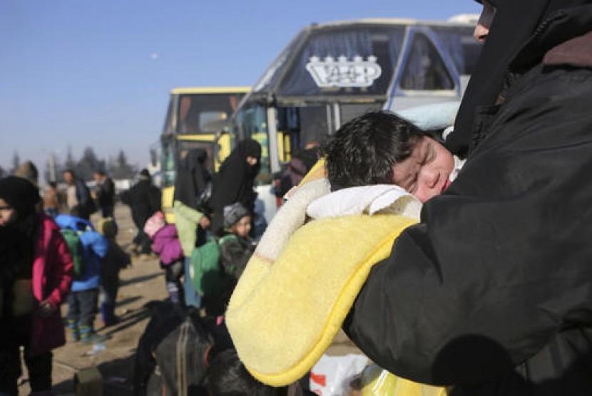 Refugees from Aleppo arrived at camp in Rashidin near Idlib, Syria, on Tuesday (Dec 20).