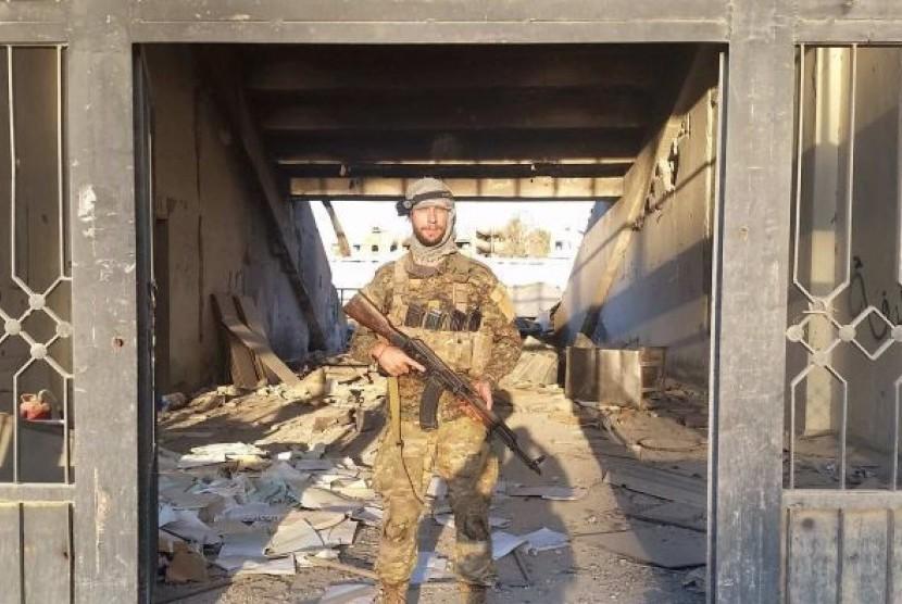 Warga Australia Jamie Williams di stadion sepak bola di Raqqa, yang digunakan sebagai basis dan ruang penyiksaan ISIS.
