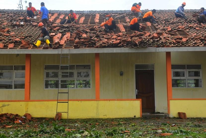 Bangunan sekolah rusak (ilustrasi)