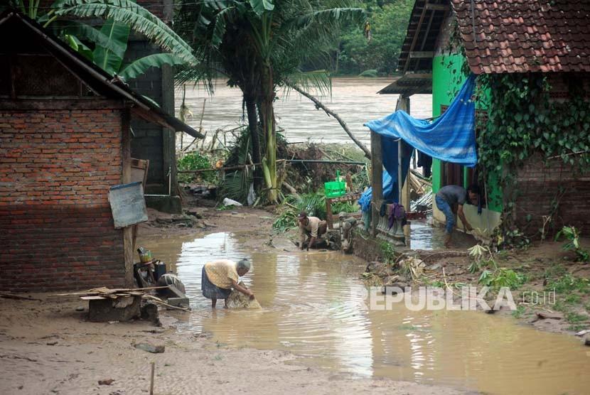 Pasca Banjir, Sampah Menumpuk di Sejumlah Jembatan Bantul