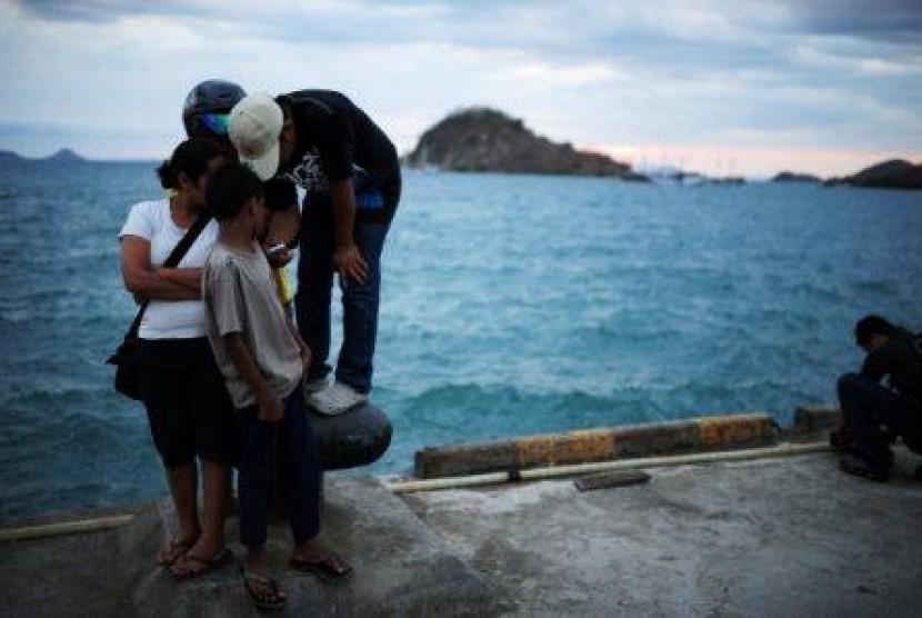Warga di sekitar Pelabuhan Komodo, Labuan Bajo, NTT.