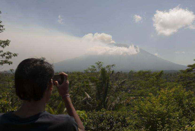 Gempa Vulkanik Gunung Agung Terjadi Ratusan Kali