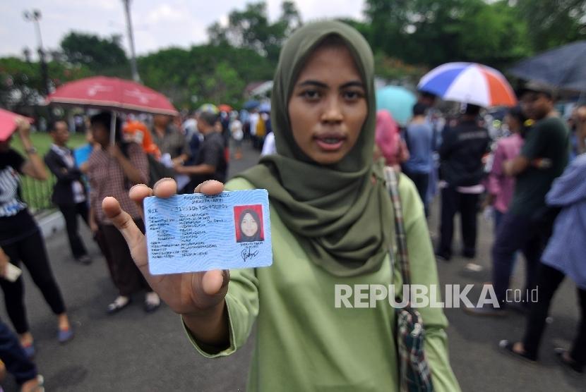 Surabaya Targetkan Perekaman KTP-El Rampung Tahun Ini ...