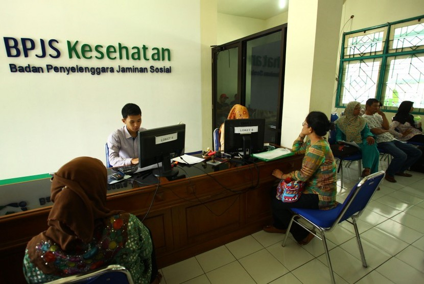 Warga mengurus BPJS Kesehatan di kantor BPJS Kesehatan Yogyakarta.