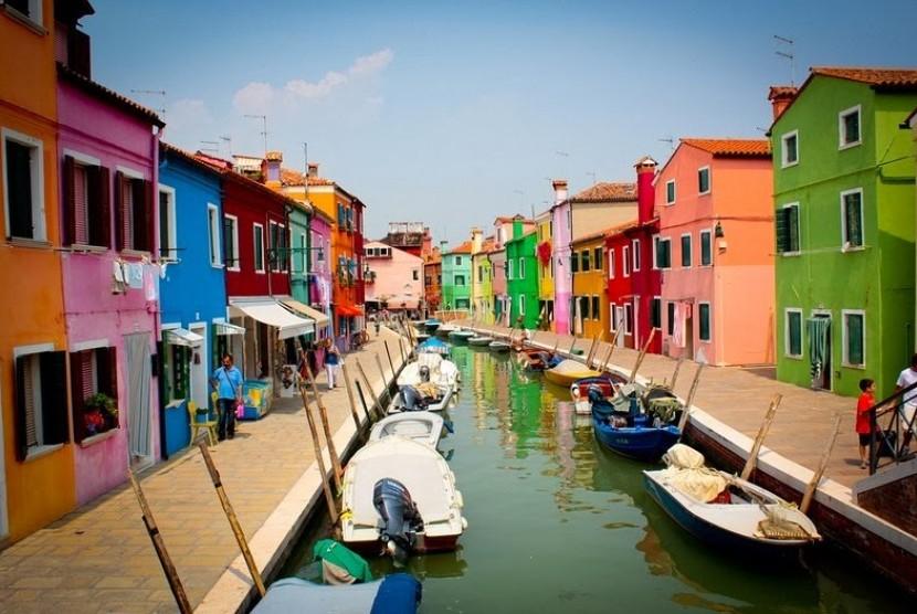 Wisata desa Pelangi, Italia.