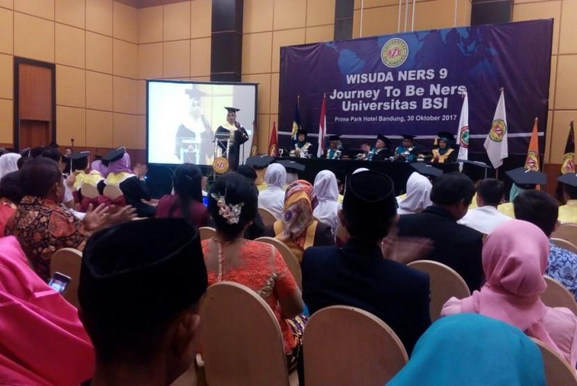Wisuda dan angkat sumpah proferi Ners Fakultas Keperawatan (Fika) Universitas BSI Bandung.