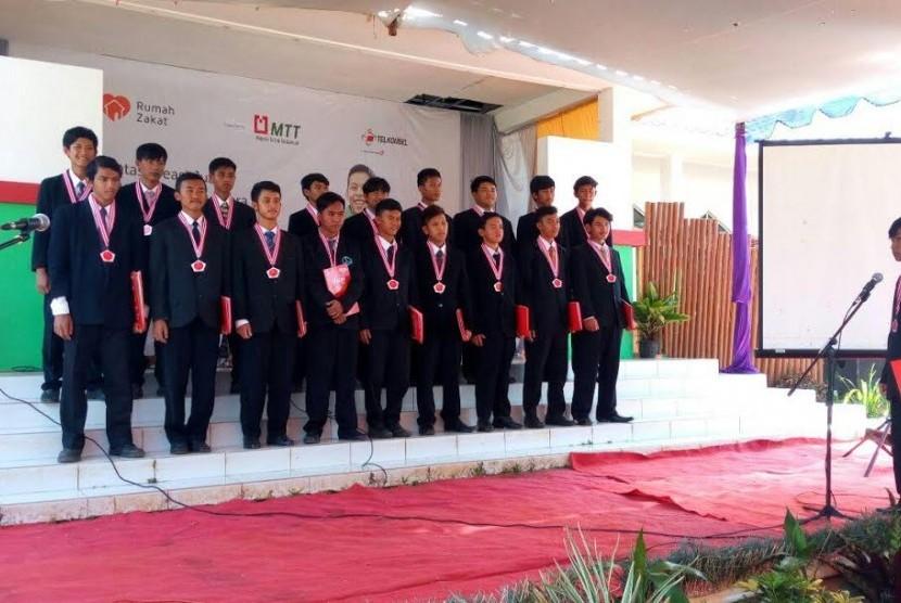Wisuda SMK Peternakan Juara MTT di Subang