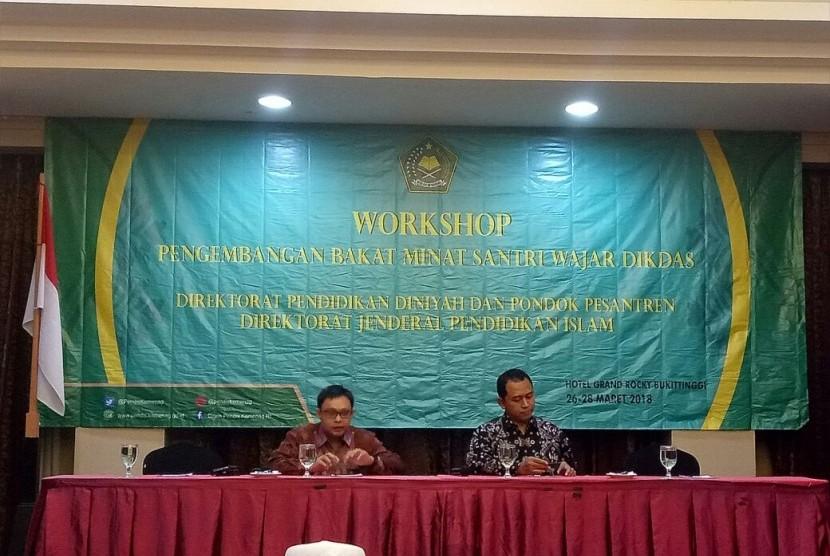 Workshop Bakat dan Minat Santri Wajib Belajar Pendidikan Dasar di Bukittinggi, Sumatra Barat, Senin (26/3).