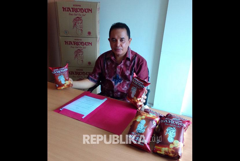 Yana Hawi Arifn pemilik keripik karuhun Sukabumi UMKM binaan Bank BJB.