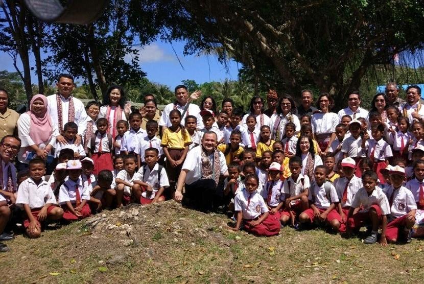 Yayasan Pendidikan Astra - Michael D Ruslim (YPA-MDR) bekerja sama dengan Surya Institute memfasilitasi pelatihan matematika dengan metode gasing bagi sekolah-sekolah di Kabupaten Kupang, Nusa Tenggara Timur.