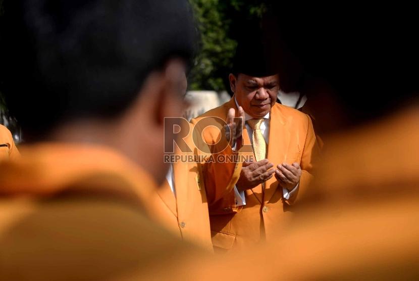 Ketua Umum (DPP) Musyawarah Kekeluargaan Gotong Royong (MKGR) Roem Kono (tengah).