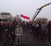 Relawan MER-C dan para pekerja tengah melakukan pengecoran lantai tiga bangunan Rumah Sakit Indonesia (RSI) Gaza, di Jalur Gaza, Palestina, Selasa (20/3). (Doc MER-C)