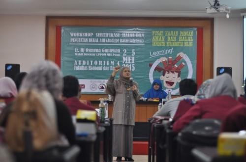 'Workshop Sertifikasi Halal dan Penguatan Bekal Auditor Halal Internal' yang berlangsung di Ruang Sidang Fakultas Ekonomi dan Bisnis (FEB) UMM, Senin (25/5).