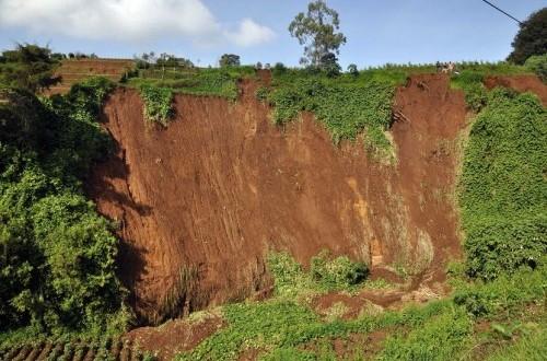 Landslides in Banjarnegara  (Antara/Anis Efizudin)