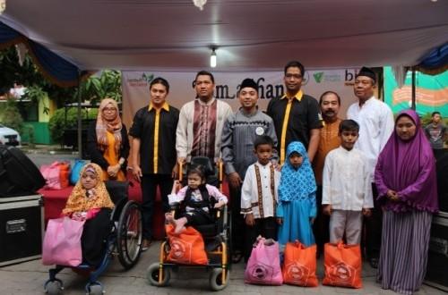 dompet dhuafa-bii berbagi kebahagian, bantu penyandang disabilitas