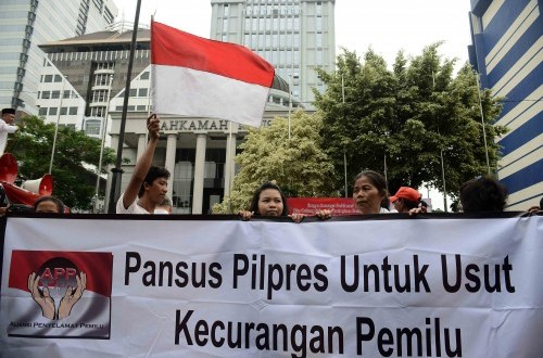 Supporters of Prabowo Subianto and Hatta Rajasa stage a protes in front of Constitutional Court in Jakarta, on July 25, 2014.
