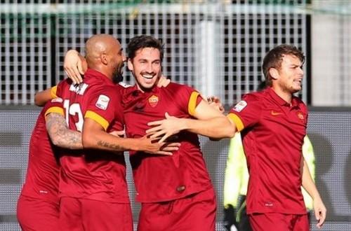 Para pemain AS Roma merayakan gol Davide Astori ke gawang Udinese dalam lanjutan Serie A, Selasa (6/1).