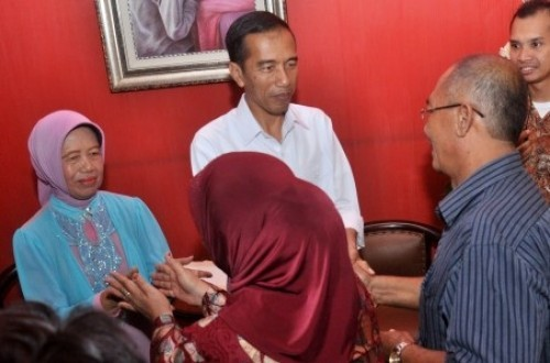 President-elect Joko Widodo (in white) holds an open house in his hometown in Solo on Wednesday.