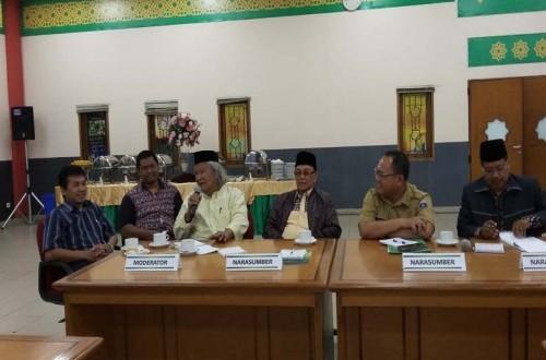 Prof Oman Fathurrahman (paling kiri), Ridwan Saidi (ketiga dari kiri), KH Ahmad Shodri (keempat dari diri), dan Ahmad Ghazali (kedua dari kanan) pada forum group of discussion (FGD) studi pembuatan museum Islam Jakarta yang digelar di Jakarta Islamic Cente