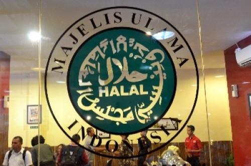 Sertifikasi halal sebagai upaya strategis dalam menyajikan produk untuk masyarakat.