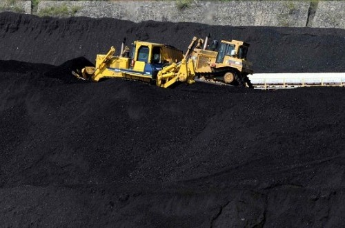 July's exports of commodities including coal, remains weak because of low prices. (Illustration)