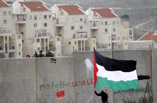 Warga Palestina memprotes pemukiman Israel