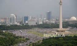 Indonesians meet the invitation from the Indonesian Ulema Council (MUI) to participate in the mass gathering to show solidarity with Palestine, in National Monument (Monas) area, on Sunday (December 17).