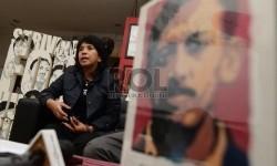 Istri Munir yang juga Ketua Omah Munir Suciwati memberikan keterangan pers peringatan 11 tahun kasus pembunuhan Munir di kantor Kontras, Jakarta, Ahad (6/9).  (Republika/Raisan Al Farisi)