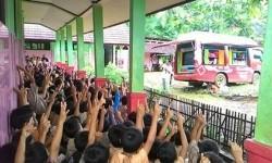 PPPA Daarul Qur'an menggelar program edukasi tahfidzul Qur'an, Mobile Qur'an Jelajah Negeri (MoQu) dengan menggunakan armada mobil yang dilaksanakan di sejumlah kota. (foto : dok. Daqu)