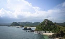 Pemandangan di kawasan Pantai Seger, Mandalika, Lombok.  (Republika/Wihdan Hidayat)