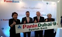 Peresmian logo dan nama baru dari Bank Panin Syariah menjadi Panin Dubai Syariah Bank, setelah Dubai Islamic Bank menjadi pemegang saham mayoritas, Selasa (21/3).