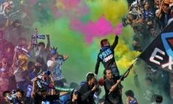 Aksi para suporter PSIS Semarang.