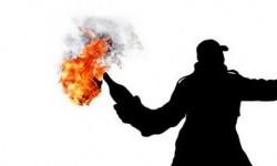 Aksi pelemparan bom molotov (ilustrasi)