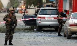 Aksi penculikan dan bom bunuh diri masih melanda Afghanistan. Tentara keamanan Afghanistan berjaga di lokasi bekas ledakan bom. (ilustrasi)