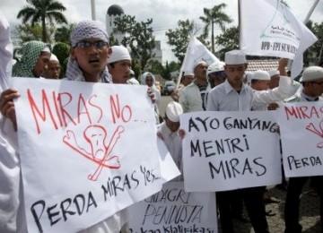 Aksi unjuk rasa yang dilakukan massa pendukung Perda Miras.