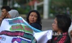 Aktivis disabilitas melakukan aksi di Taman Selayang Pandang, Jakarta Utara, Selasa (20/6).