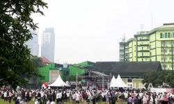 Aliansi Indonesia Membela Masjid Al Aqsha (AIMMA) menggelar aksi soladaritas bela Al Aqsa di lapangan Masjid Agung Al Azhar Jakarta pada Jumat (21/7). Aksi ini diisi orasi sejumlah tokoh dan ulama.