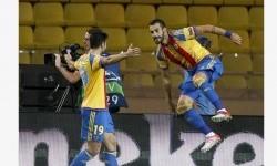 Alvaro Negredo (kanan) merayakan gol spektakulernya ke gawang AS Monaco