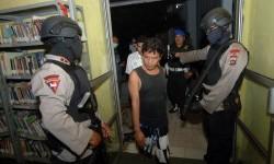Anggota Brimob berjaga saat dilakukan razia narkoba terhadap narapidana di lembaga pemasyarakatan (lapas). ilustrasi