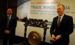 Anggota Komisi VII DPR RI, Bobby Rizaldi (kiri) bersama Wakil Dubes AS untuk Indonesia, Ted Osius (kanan).