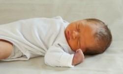 Bayi sedang tidur bukan berarti aktivitas otaknya untuk belajar terhenti. Demikian diyakini para peneliti.