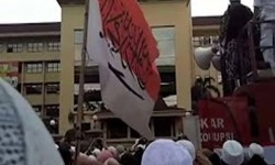 Nurul Fahmi carried the Red and White flag with tauhid sentence written in Arabic, stamped on it when he joined in a rally in front of National Police headquarter on January 16.