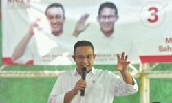 Cagub DKI Jakarta Anies Baswedan menyapa warga Jl. Kebon Kosong, Kebon Kosong, Kemayoran, Jakarta Pusat, Kamis (19/1).
