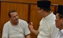 Calon Gubernur DKI Jakarta, Anies Baswedan, bersilahturahmi ke kediaman Habib Luthfi bin Yahya di Pekalongan, Jawa Tengah, Rabu (29/3).
