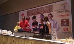 Chef Henry Bloem dalam demo masak di acara Cooking Party ICA, Jumat (19/5).