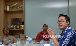 Direktur Riset Maarif Institut dan Koordinator Indeks Kota Islami (IKI), Ahmad Imam Mujadid Rais (kanan) memaparkan riset untuk Indeks Kota Islami (