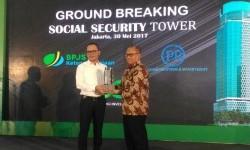 Direktur Utama BPJS Ketenagakerjaan Agus Susanto dan Menteri Tenaga Kerja, Hanif Dakiri melakukan groundbreaking gedung BPJS Tower, Selasa (30/5).