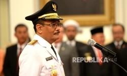 Djarot Saiful Hidayat saat mengikuti pengambilan sumpah pada acara plantikan Gubernur DKI Jakarta oleh Presiden Joko Widodo di Istana Negara, Jakarta, Kamis (15/6).