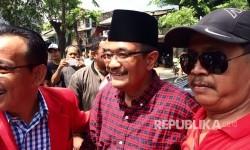 Djarot Saiful Hidayat saat mendatangi warga RT 05/12, Kelurahan Jatinegara, Kecamatan Cakung, Jakarta Timur, Rabu (29/3), ia janji bangun masjid raya di Jakarta Timur dan Jakarta Selatan.